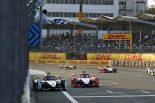 ルーカス・ディ・グラッシ(アウディスポーツ・アプト・シェフラー)が逆転勝利を収めたフォーミュラE第4戦メキシコシティE-Prixのフィニッシュシーン