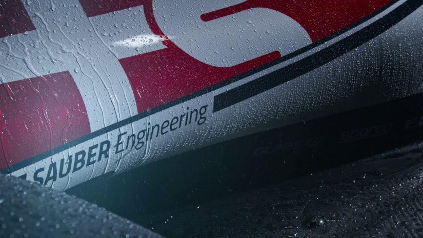 F1   【動画】アルファロメオ・レーシングの新型マシン『C38』を動画で紹介。斬新な水しぶきの演出