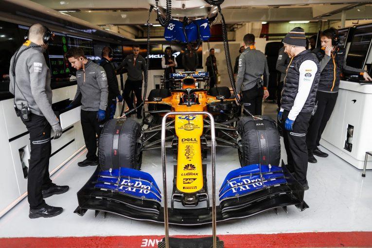 F1 | マクラーレンF1のガレージで火災発生。フィルミングデー走行中に