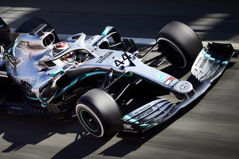 F1 | マクラーレン、赤旗2回も最速。大型アップデート導入のメルセデス、トラブル発生でつまずく/F1テスト2回目デイ1