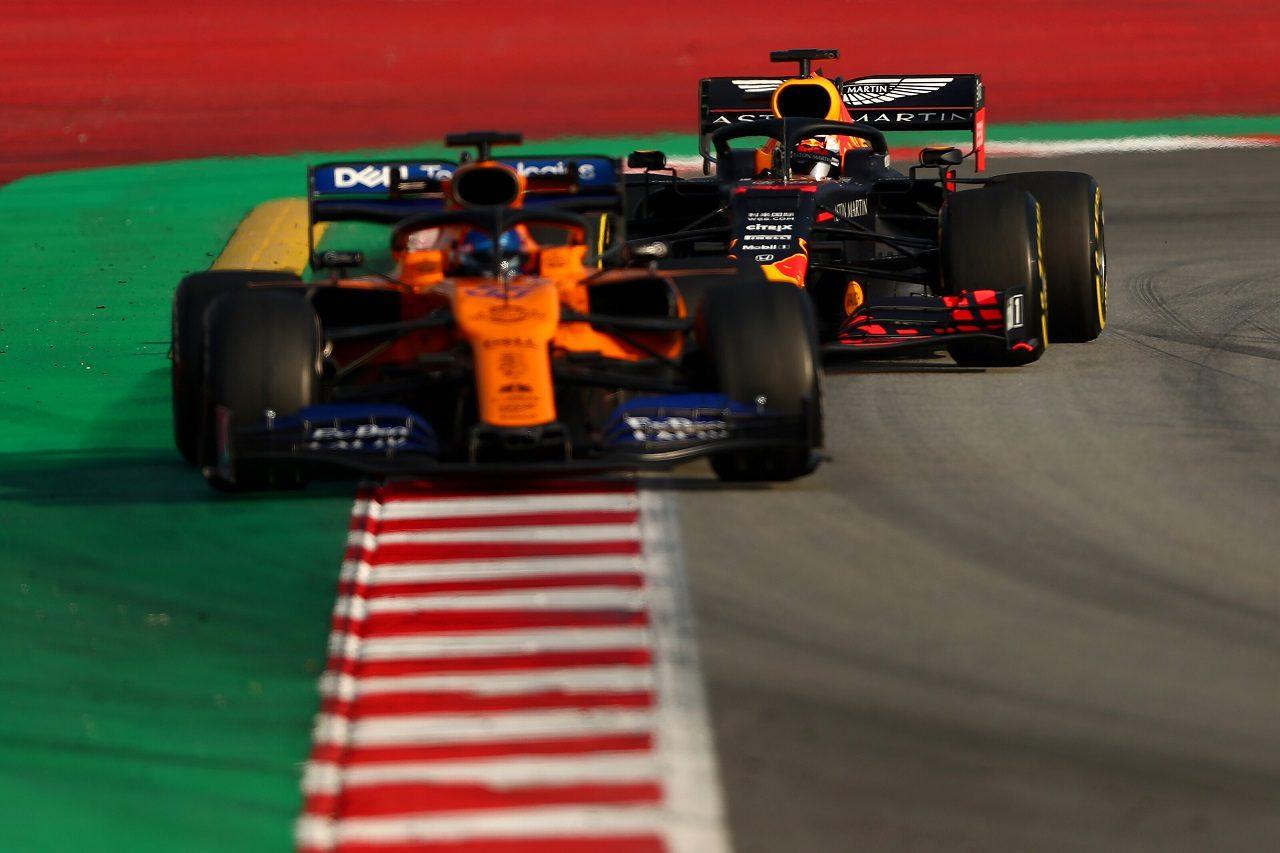 2019年F1テスト カルロス・サインツJr.(マクラーレン)とマックス・フェルスタッペン(レッドブル・ホンダ)
