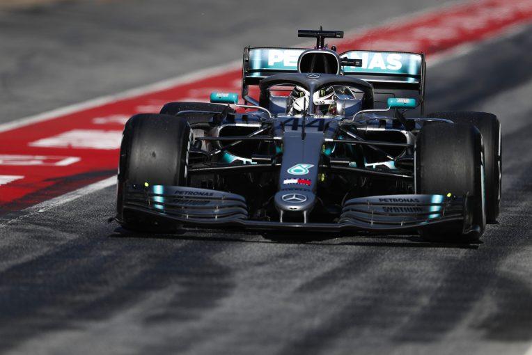 F1 | メルセデス、第2回F1プレシーズンテスト2日目はグレーニングの問題がレースシミュレーションの妨げに