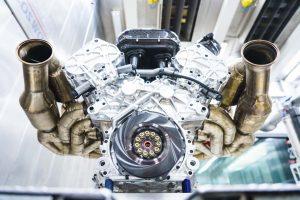 クルマ   NAロードカーで世界初の1000馬力到達。アストンマーティン、ヴァルキリーのパワートレイン概要を発表