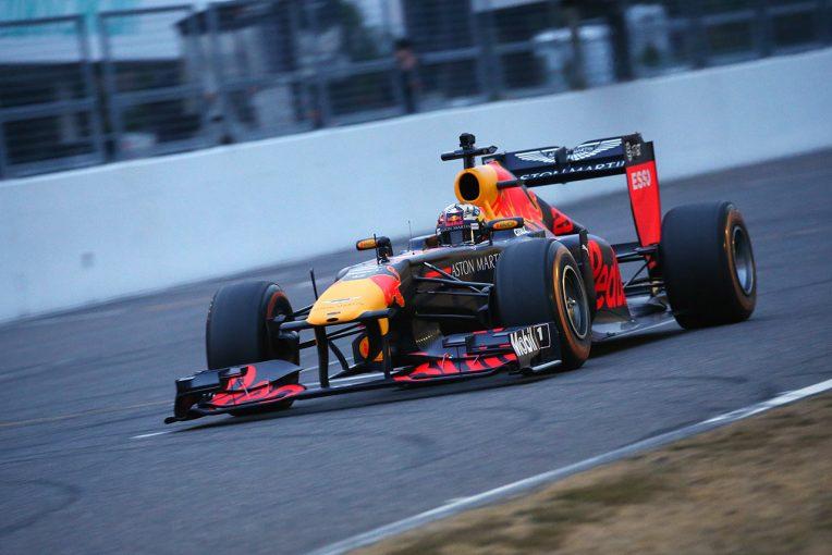 F1 | 【動画】レッドブル・ホンダカラーのF1が鈴鹿を走る。最新カラーと懐かしのサウンドが融合