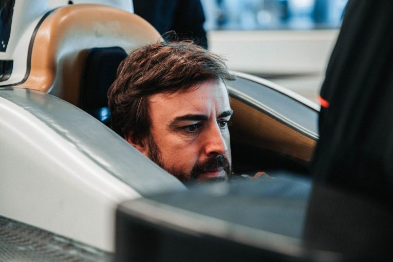海外レース他 | インディ500参戦のマクラーレンがアロンソのシート合わせを公開。F1マシンとの違いも明らかに