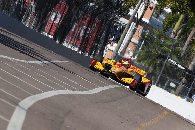 海外レース他 | インディカー開幕戦:初日は地元のハンター-レイがトップ。琢磨も上々の走り出し