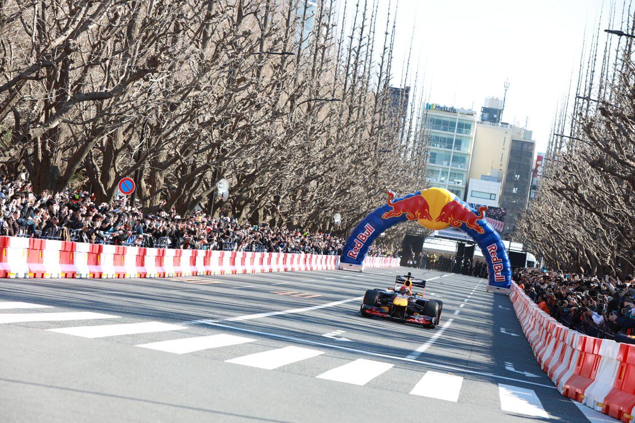 『Red Bull Showrun Tokyo』でレッドブルF1が東京の公道を走行