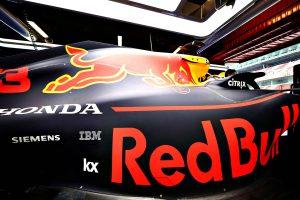 F1 | フェラーリに挑戦する立場となったメルセデス。虎視眈々と表彰台を狙うレッドブル・ホンダ【今宮純のF1開幕展望】
