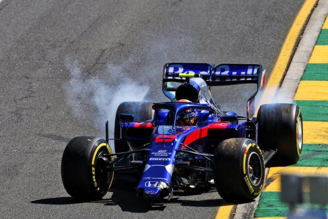 2019年F1第1戦オーストラリアGP アレクサンダー・アルボン(トロロッソ・ホンダ)がクラッシュ