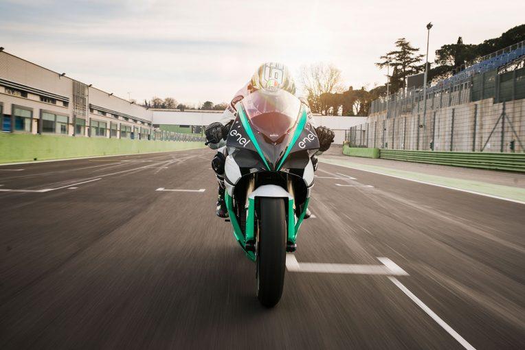 MotoGP   火災により被害甚大の電動バイクレースMotoE、ヘレスでの開幕戦は中止。2019年シーズンの開催予定は維持