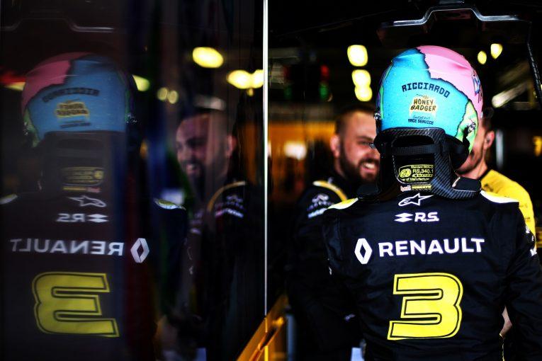 F1 | リカルド「シートベルトの不思議なトラブルで時間をロスした」:ルノー F1オーストラリアGP金曜