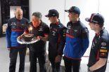 F1 | 【ブログ】フェルスタッペンにガスリー、ドライバー全員祝福。ホンダ山本MS部長にサプライズなプレゼント/F1開幕戦オーストラリアGP現地情報(1)