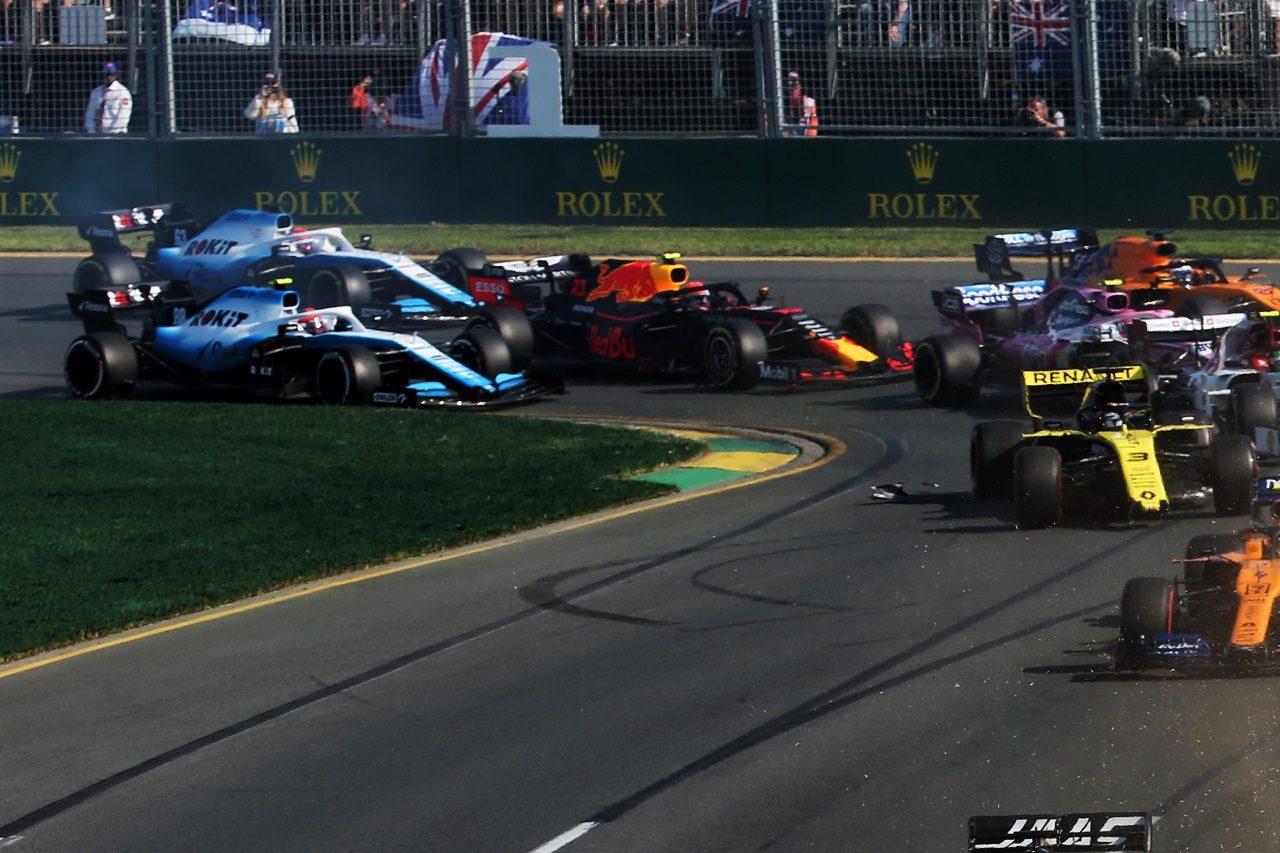 2019年F1第1戦オーストラリアGP ロバート・クビサ(ウイリアムズ)とピエール・ガスリー(レッドブル・ホンダ)が接触