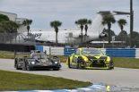 マスタング・サンプリング・レーシングの5号車キャデラックDPi-V.Rとエイム・バッサー・サリバンの14号車レクサスRC F GT3