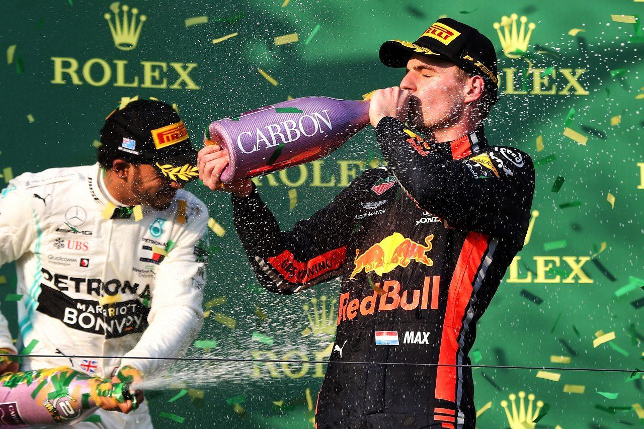 2019年F1第1戦オーストラリアGP 表彰台でのマックス・フェルスタッペン(レッドブル・ホンダ)とルイス・ハミルトン(メルセデス)