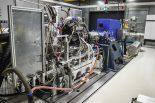 新型エンジンの試験室
