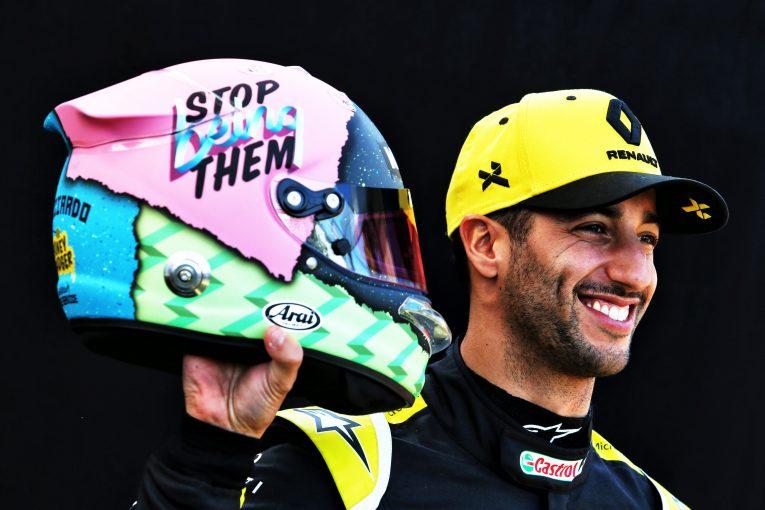F1 | リカルド、F1開幕戦で披露した新ヘルメットの意味深なメッセージの意図を説明。「レッドブルのことではない」