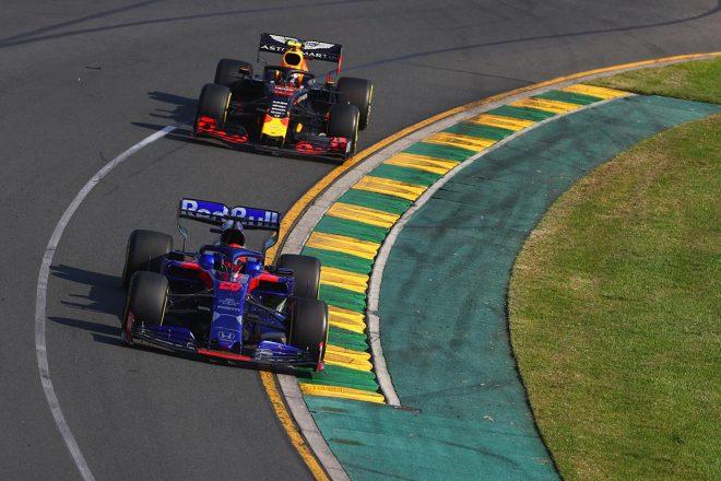 2019年F1開幕戦オーストラリアGP決勝日 ダニール・クビアトがピエール・ガスリーを抑えて10位入賞