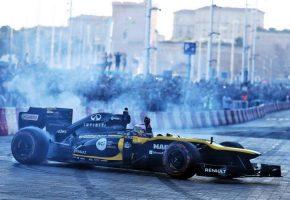 F1 | ルノーF1がディズニーランド・パリでデモラン。フランスGPプロモーションのため15都市でイベント開催