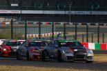 19号車と競る65号車Phenomen Mars Audi RS3 LMS