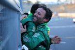 スーパー耐久第1戦鈴鹿を制した抱擁をかわす星野敏とダレン・ターナー