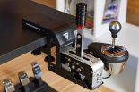 『TM Racing Clamp』の使用イメージ。Hシフトとハンドブレーキを並べて設置できる