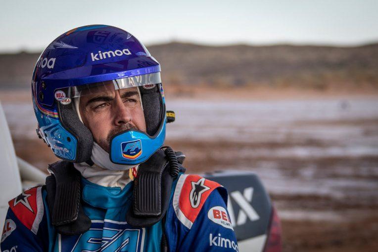 ラリー/WRC   アロンソの願いが現実に。南アフリカでダカール仕様のトヨタ・ハイラックスを初テスト