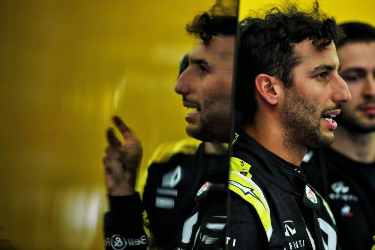 F1 | 新シャシー導入のリカルド、ペース不足に悩む「競争力を発揮できない理由を探している」:ルノー F1バーレーンGP金曜