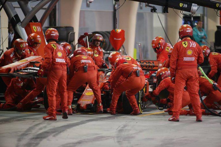 F1 | 【動画】ハミルトンとのバトル中にベッテルが痛恨のスピン/F1第2戦バーレーンGP決勝