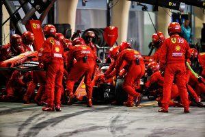 F1 | ベッテル、バトル中にスピンし後退。「自分のミス。マシンの感触も悪く、思いどおりのレースができなかった」:フェラーリ F1バーレーンGP日曜