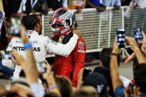 F1 | 2019年F1第2戦バーレーンGP トラブルで勝利を失ったシャルル・ルクレール(フェラーリ)を慰めるルイス・ハミルトン(メルセデス)
