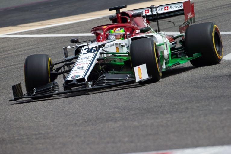 F1 | ミック・シューマッハーがアルファロメオを初ドライブ。ティクトゥムら若手ドライバーが多数参加/F1バーレーンテスト2日目