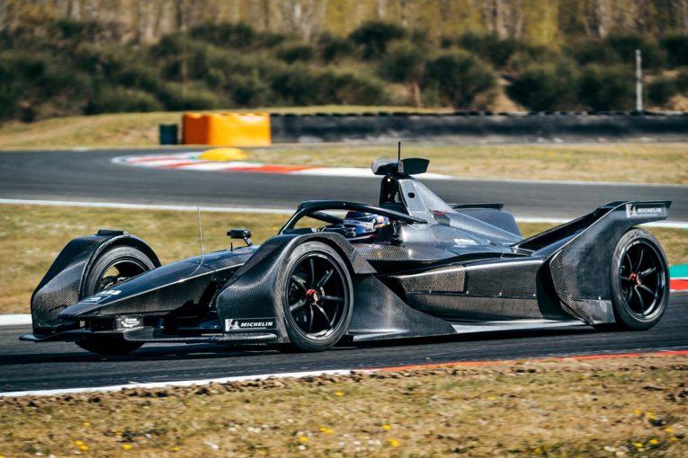 海外レース他   フォーミュラE:バンドーンとモルタラがメルセデス新車を初テスト。3日間で527kmを走破