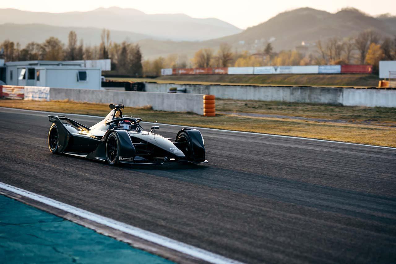 フォーミュラE:バンドーンとモルタラがメルセデス新車を初テスト。3日間で527kmを走破