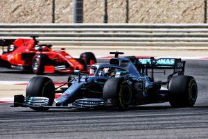 F1 | ハミルトン、バトル中にスピンを喫したベッテルを擁護。「これまでの素晴らしい実績に目を向けるべき」