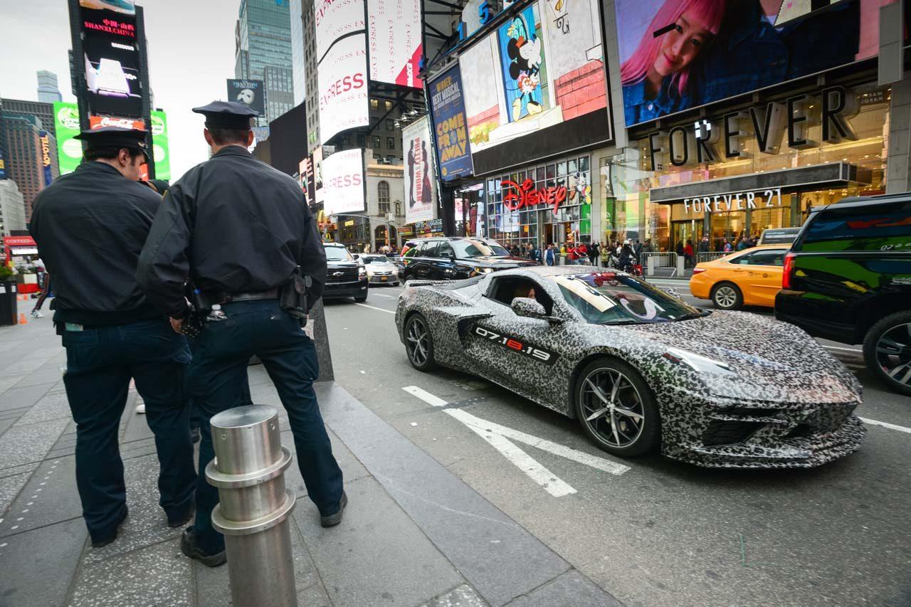 """次世代型コルベット発表は7月18日。カモフラージュ柄の""""8代目""""がニューヨークに登場"""