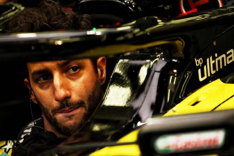 F1   リカルド、苦戦続いた開幕2戦を終えてチームと議論。ルノーF1の進歩を阻んだのは『多すぎた作業量』