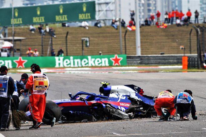 2019年F1第3戦中国GP アレクサンダー・アルボン(トロロッソ・ホンダ)がFP3でクラッシュ