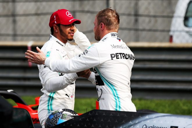 2019年F1第3戦中国GP ポールポジションのバルテリ・ボッタスと予選2番手のルイス・ハミルトン(メルセデス)