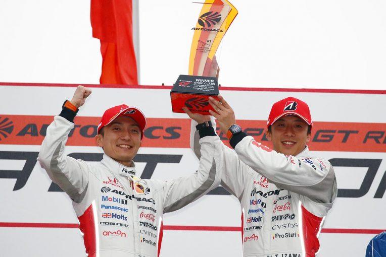 スーパーGT | ARTA NSX伊沢拓也、2台のGT-Rを交わしたことで「最終的に勝利が転がりこんできた」/GT500優勝会見