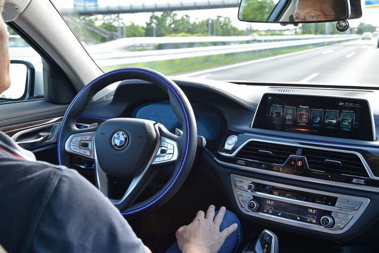 クルマ | 日本初、BMWが自動運転レベル2の『ハンズ・オフ機能付き渋滞運転支援』を導入