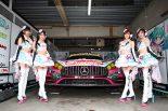 サーキットを彩るGOODSMILE RACING & TeamUKYO レースクイーン