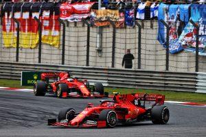 F1 | ハッキネン、F1中国GPでのフェラーリのチームオーダーを批判。「勝つことだけに集中すべきだ」