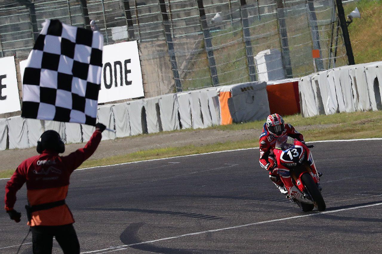 ポール・トゥ・ウィンで今季初優勝を挙げた高橋巧(Team HRC)