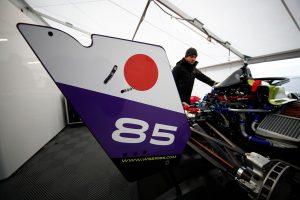 海外レース他 | 小山美姫のマシンはカーナンバー85を掲げる。これは「キャリアをサポートしてくれているホンダ八郷(隆弘)社長へのリスペクト」