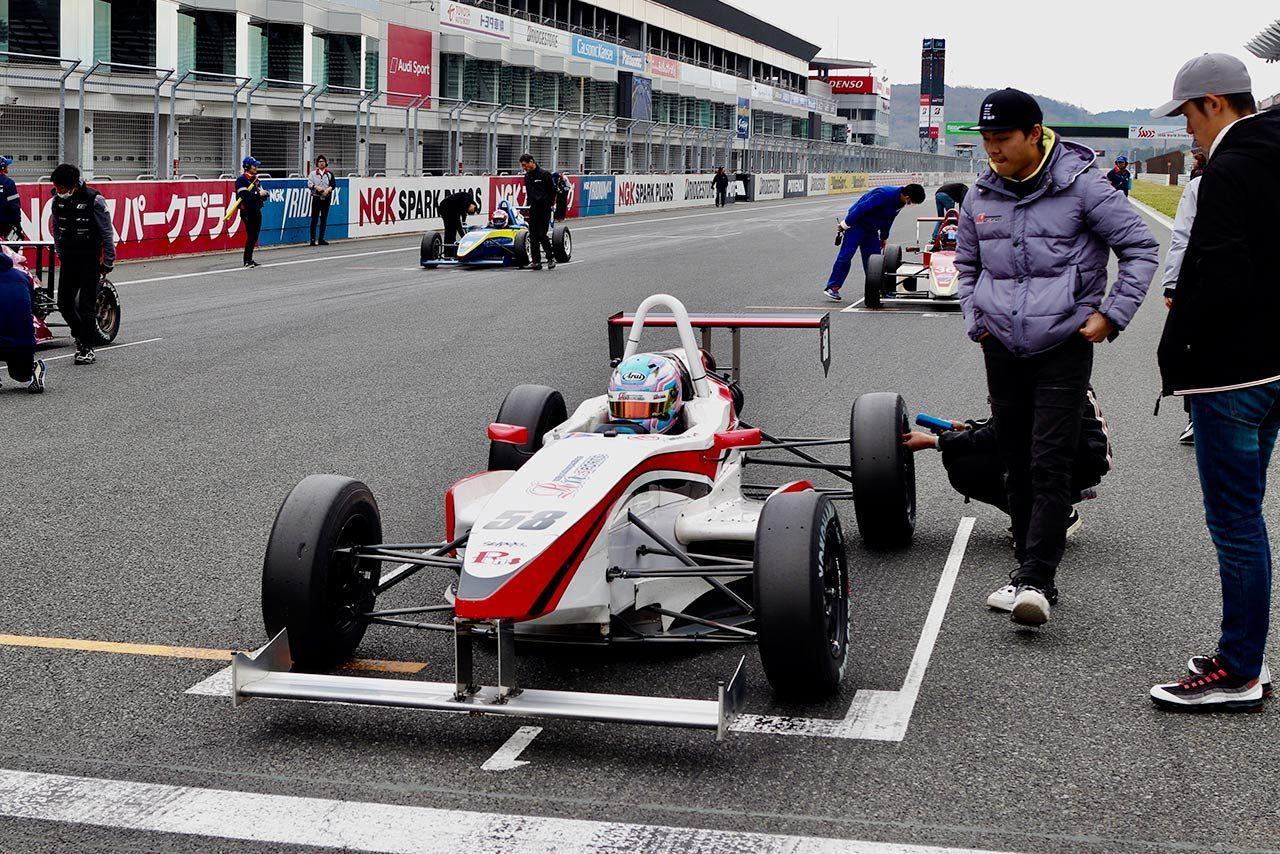 村松は予選で2番手を0.5秒引き離してポールポジションを獲得してみせた