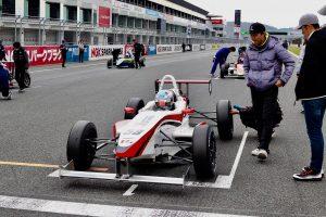 国内レース他 | 村松は予選で2番手を0.5秒引き離してポールポジションを獲得してみせた