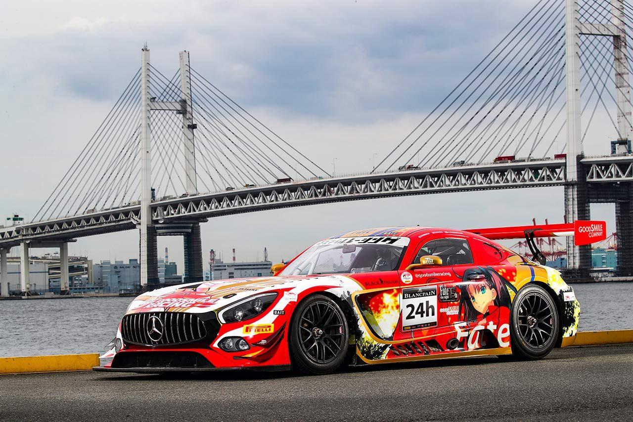 チームがスパ24時間に投じるFateカラーのメルセデスAMG GT3。左ドアに描かれているのは主要キャラクターの遠坂凛