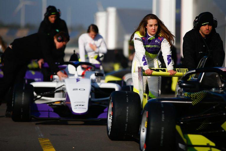 F1 | レッドブル・ホンダのマルコ博士、女性ドライバーのF1進出に疑問「残忍性は女性の持つ性分なのか」