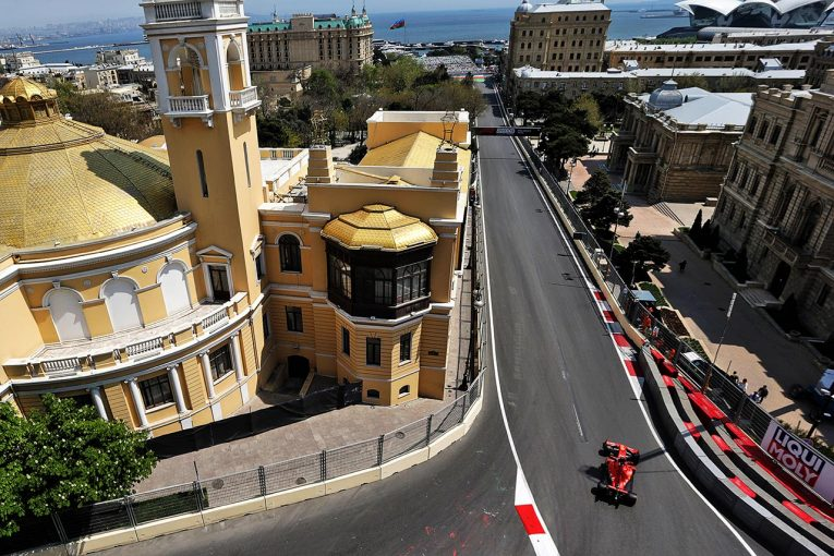 F1 | F1第4戦アゼルバイジャンGP FP1:マンホールの蓋が外れるトラブル発生。コースの安全を確保できず、赤旗終了に
